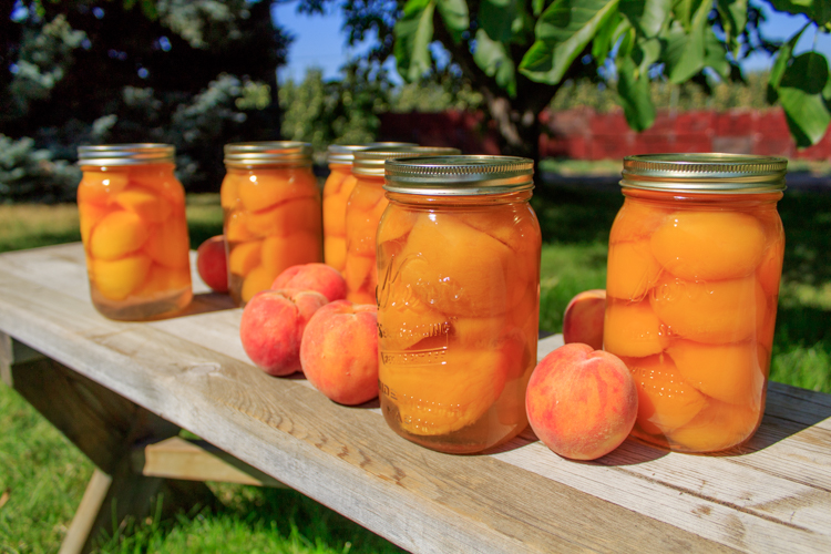 Finished canned peaches